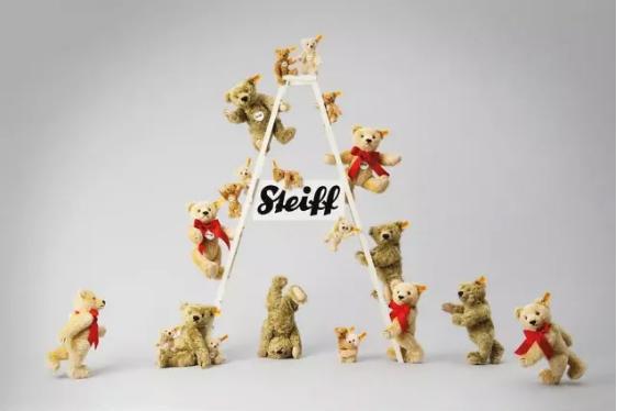 LV,Tiffany,Supreme都争相和它合作,这个玩具品牌有啥魅力?